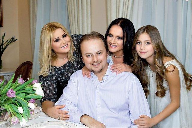 Софія Ротару з сином Русланом та його сім'єю, 2017 рік - фото 346077