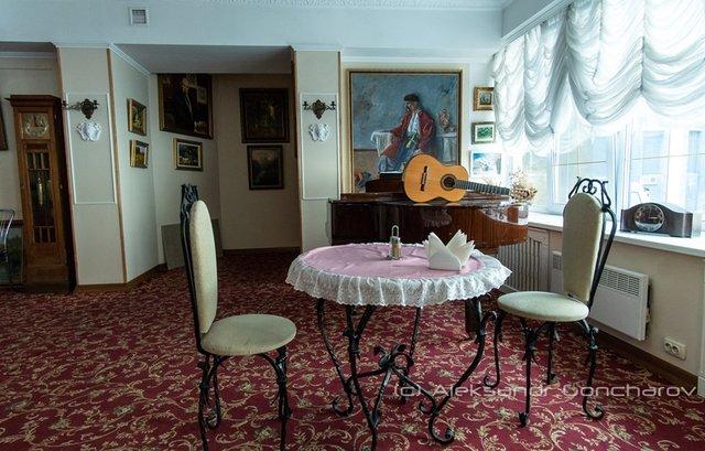 Українців розсмішила їдальня НАЗК у стилі Лувру: епічні фото - фото 346089