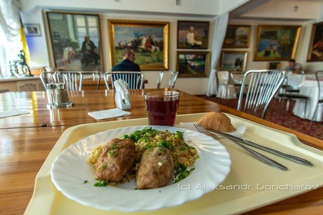Українців розсмішила їдальня НАЗК у стилі Лувру: епічні фото - фото 346090