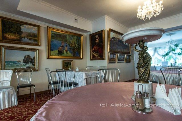 Українців розсмішила їдальня НАЗК у стилі Лувру: епічні фото - фото 346093