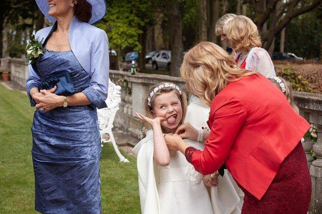Фотограф робить курйозні, зате правдиві фото на весіллях. Ви будете сміятись до сліз! - фото 346115