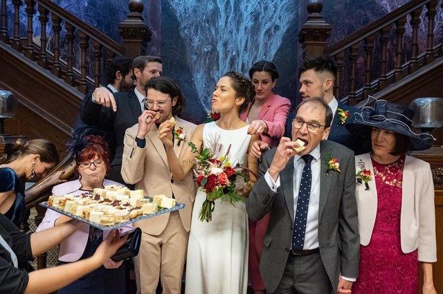 Фотограф робить курйозні, зате правдиві фото на весіллях. Ви будете сміятись до сліз! - фото 346116