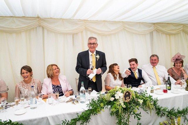 Фотограф робить курйозні, зате правдиві фото на весіллях. Ви будете сміятись до сліз! - фото 346130