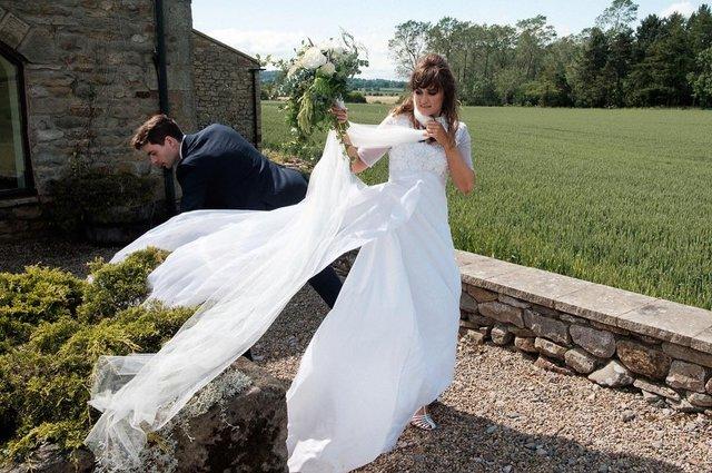 Фотограф робить курйозні, зате правдиві фото на весіллях. Ви будете сміятись до сліз! - фото 346143