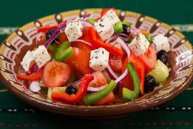Грецький салат: покрокові рецепти приготування салату з фото - фото 346409