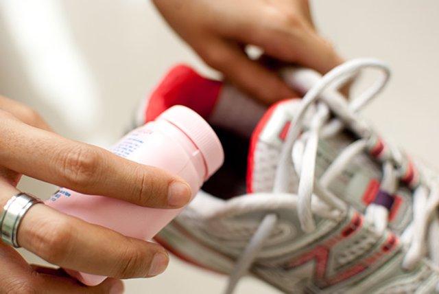 Спеціальні спреї - дієвий спосіб боротьби з неприємним запахом взуття - фото 346602