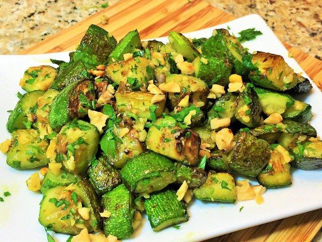Салат з кабачків: простий рецепт  - фото 346609