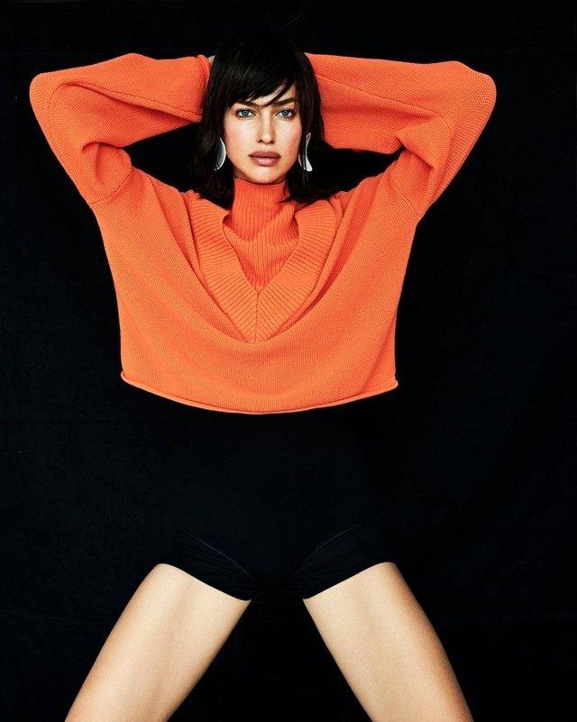 Ірина Шейк похвалилася довгими ногами у яскравих образах - фото 346805