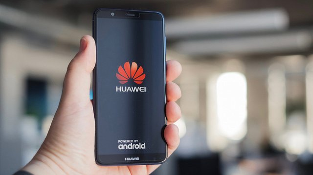Huawei показала смартфон з новітнім LCD-дисплеєм - фото 346821