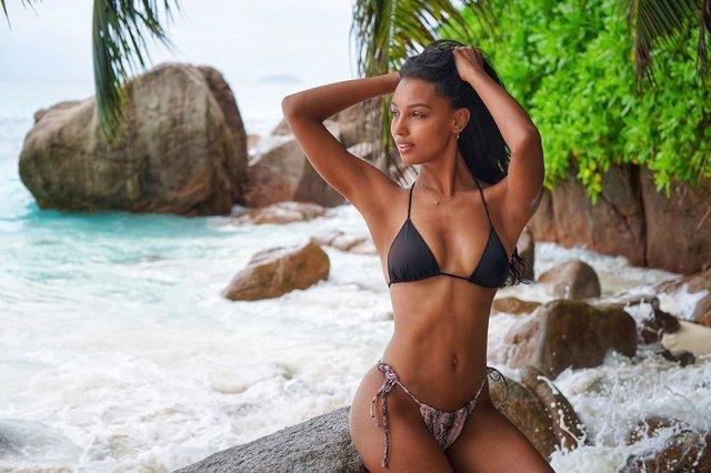Ангел Victoria's Secret показала ідеальну фігуру на пляжі - фото 347644