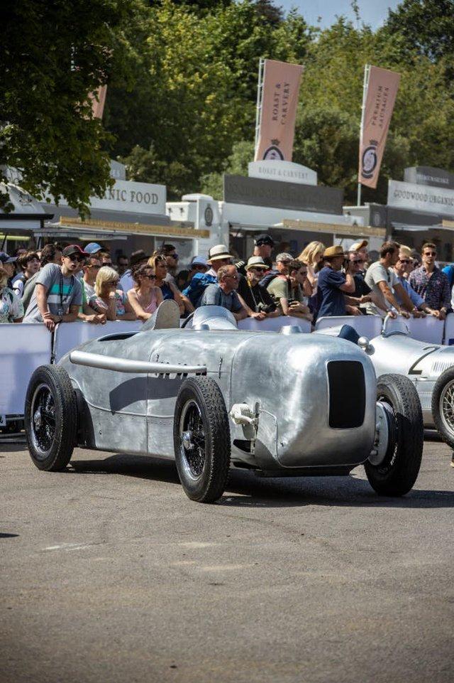 Mercedes відтворює гоночний болід 1932 року - фото 348390