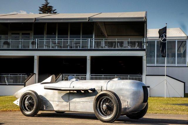 Mercedes відтворює гоночний болід 1932 року - фото 348392