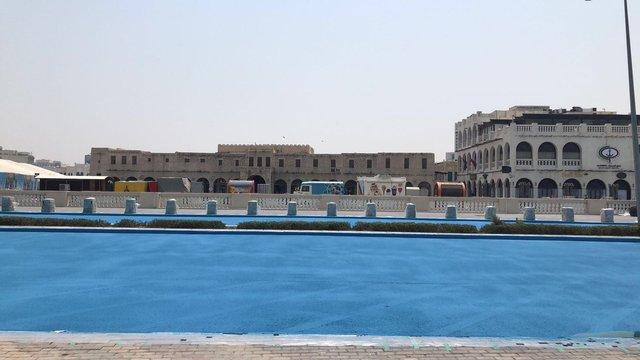 У столиці Катару дорогу пофарбували в синій колір: фотофакт - фото 348461