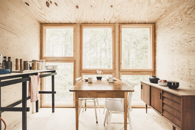 Фінські студенти власноруч створили ідеальний дім у лісі: вражаючі фото - фото 349186