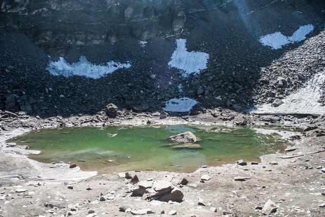 З'ясоване походження сотень скелетів на берегах озера Роопкунд - фото 349217