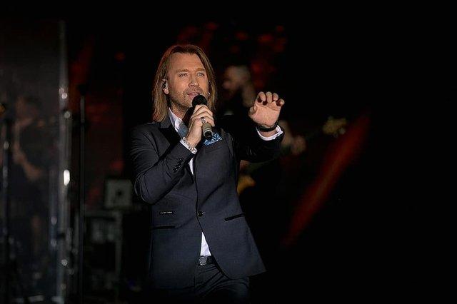 Олег Винник – Сльози на землі: слухайте нову потужну пісню, яка вражає до мурах - фото 349682