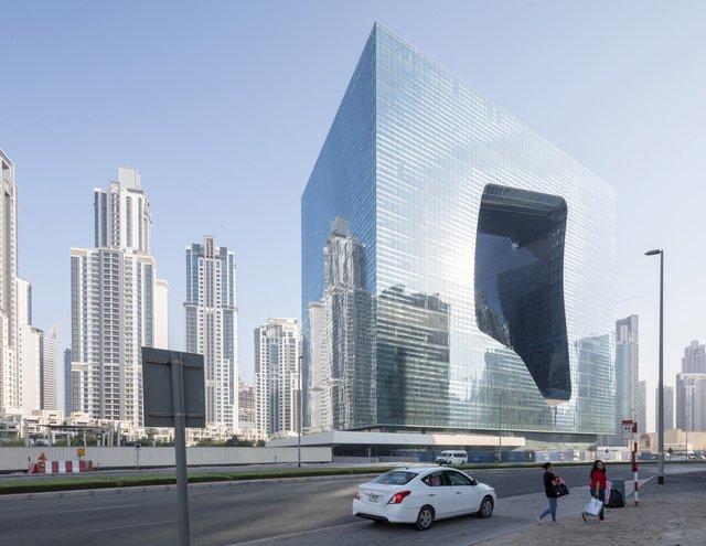 У Дубаї відкриють незвичайний хмарочос з діркою - фото 349833