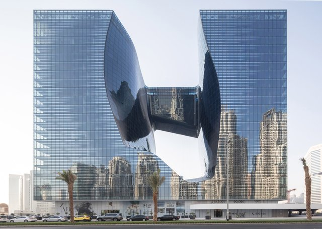 У Дубаї відкриють незвичайний хмарочос з діркою - фото 349835