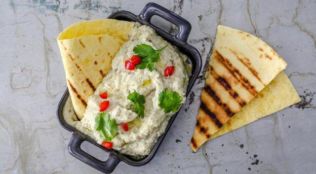 Найсмачніша намазка на хліб: як приготувати закуску Tuna salad без тунця - фото 349901