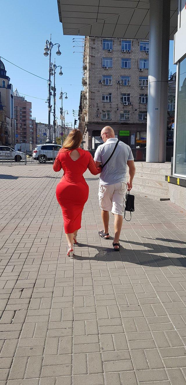 Киян розбурхала дівчина з фігурою Кім Кардашян - фото 350008