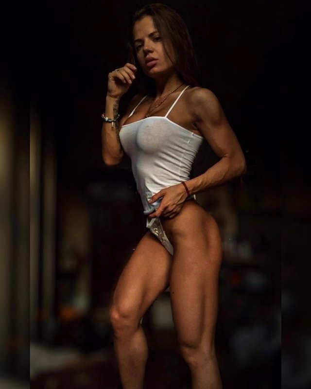 Дівчина тижня: Юлія Мішура – гаряча українська фітнес-модель з неймовірними формами (18+) - фото 350114