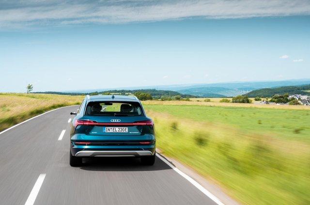 Електричний Audi e-tron проїхав 10 країн за добу - фото 350532