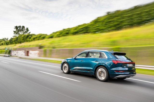 Електричний Audi e-tron проїхав 10 країн за добу - фото 350534