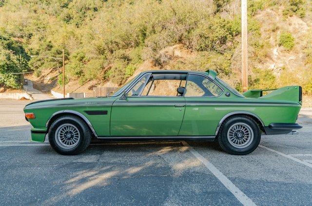 Один з 57 'бетмобілів' BMW пустять з молотка - фото 350636