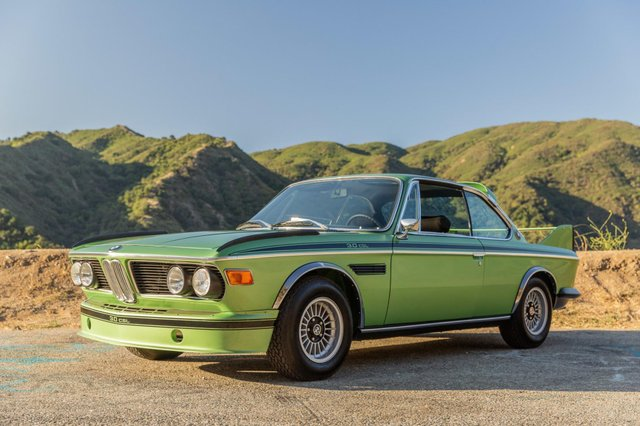Один з 57 'бетмобілів' BMW пустять з молотка - фото 350639