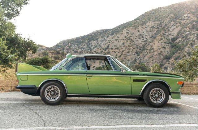 Один з 57 'бетмобілів' BMW пустять з молотка - фото 350641