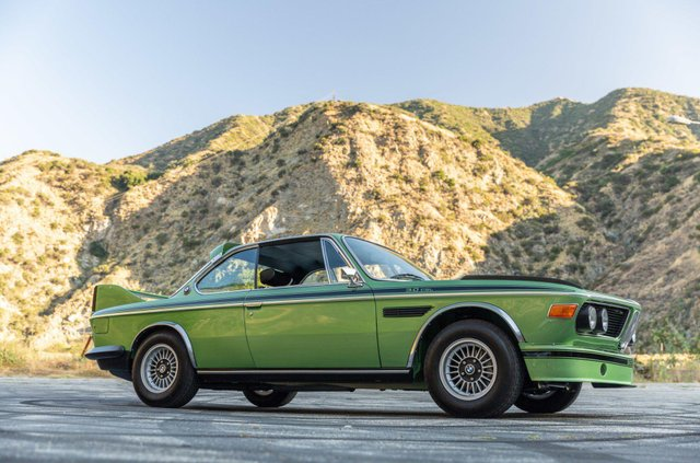 Один з 57 'бетмобілів' BMW пустять з молотка - фото 350642