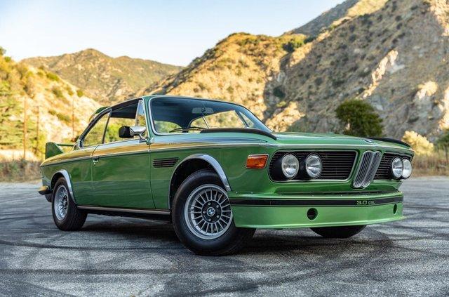 Один з 57 'бетмобілів' BMW пустять з молотка - фото 350643