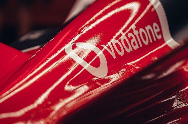 Porsche представила електричний болід для дебютного сезону у Формулі-Е - фото 350997