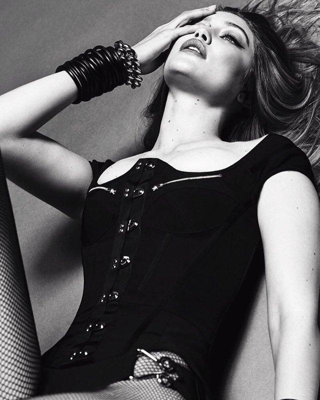 Джіджі Хадід показала бюст та розкішні ноги для Vogue (фото) - фото 351119