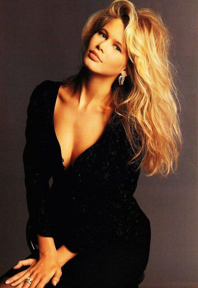 Солодкі 90-ті: найкрасивіші жінки тих часів - фото 351394