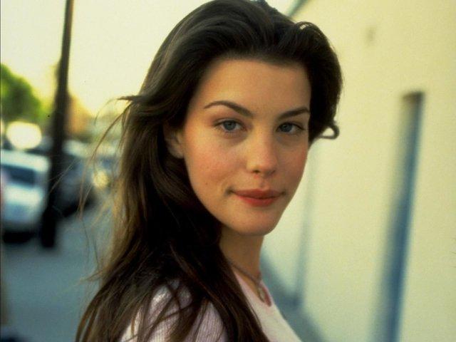 Солодкі 90-ті: найкрасивіші жінки тих часів - фото 351395