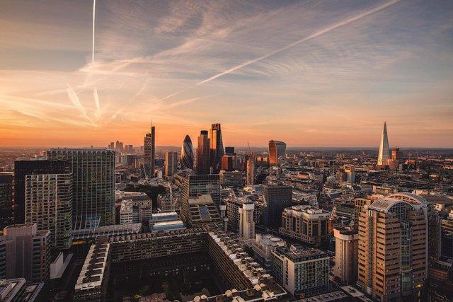 Руфер показує найефектніші краєвиди Лондона: яскраві фото - фото 351441