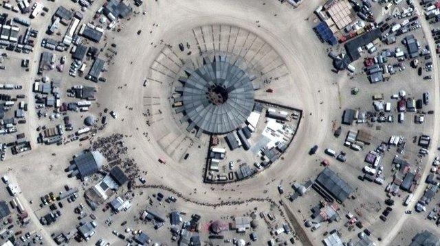 Фестиваль Burning Man 2019 показали з космосу: видовищні кадри - фото 351624