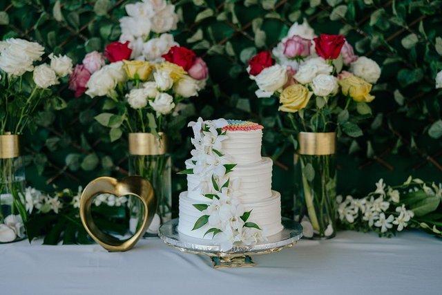 Двейн Джонсон показав яскраві фото з весілля на Гаваях - фото 351744