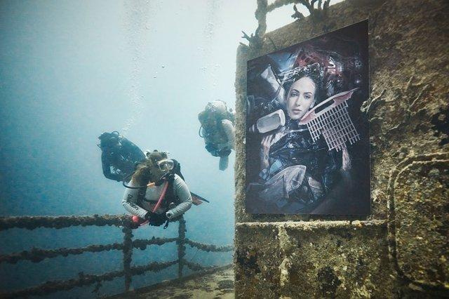 Фотограф з Австрії проводить виставки своїх робіт під водою: ефектні фото - фото 351888