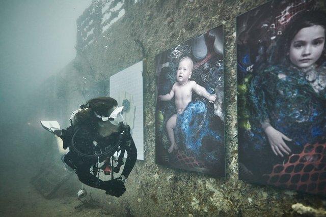 Фотограф з Австрії проводить виставки своїх робіт під водою: ефектні фото - фото 351889