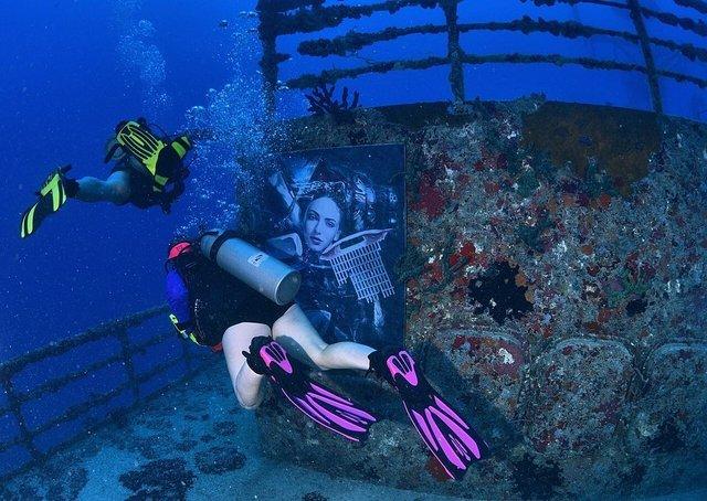 Фотограф з Австрії проводить виставки своїх робіт під водою: ефектні фото - фото 351895
