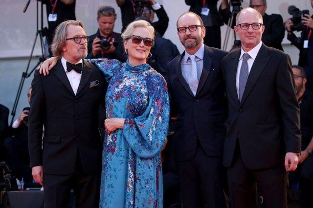 70-річна Меріл Стріп вийшла у світ в напівпрозорій сукні - фото 352068