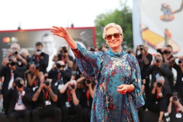 70-річна Меріл Стріп вийшла у світ в напівпрозорій сукні - фото 352071
