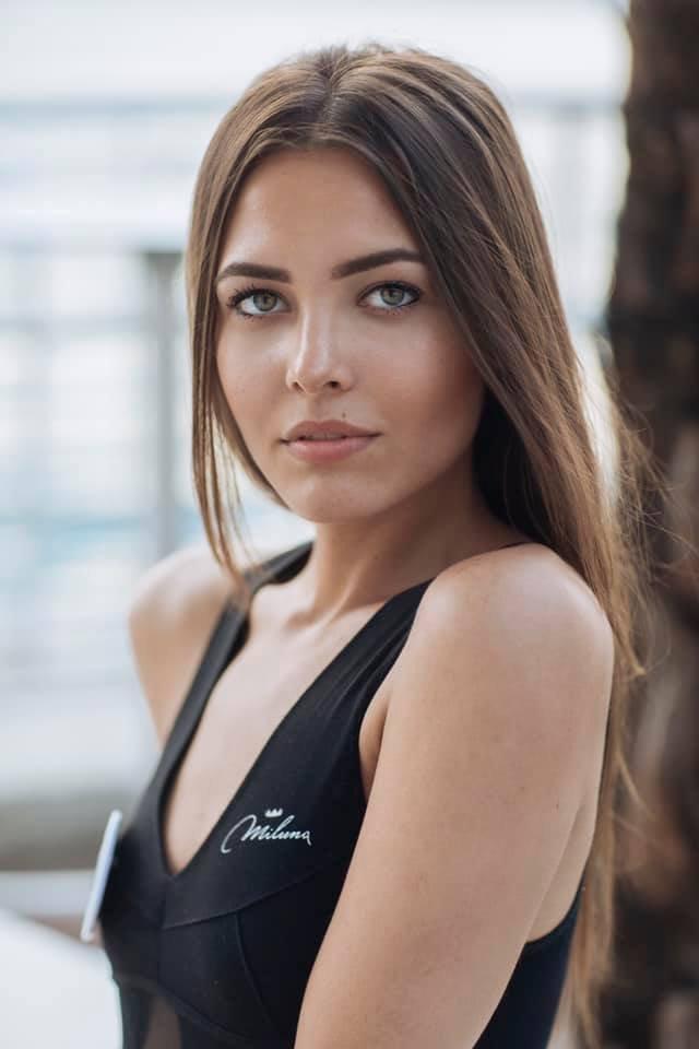 Ця українка претендує на звання Міс Італія 2019: гарячі фото - фото 352113