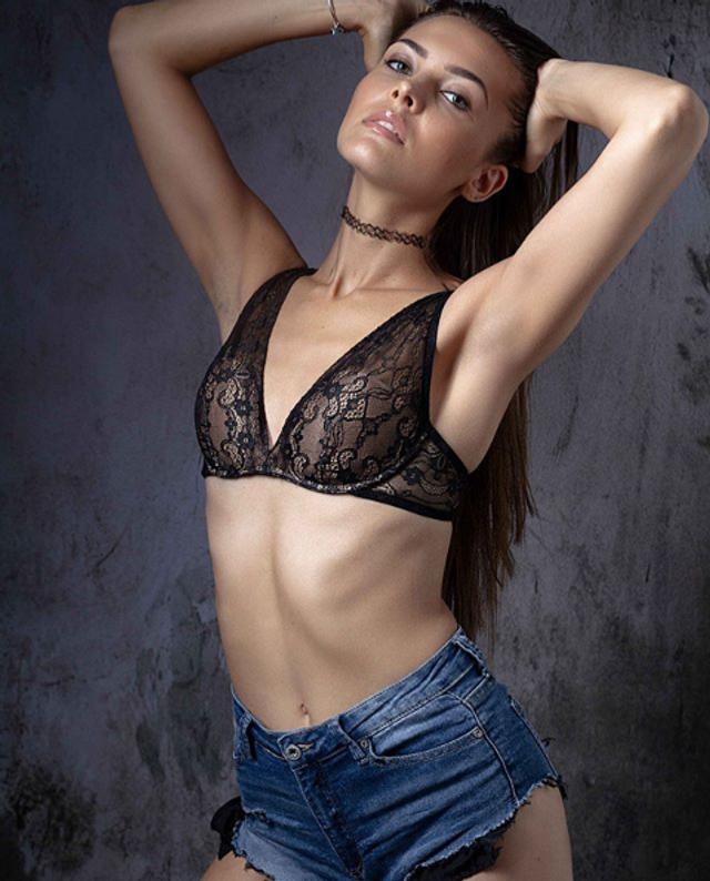Ця українка претендує на звання Міс Італія 2019: гарячі фото - фото 352117
