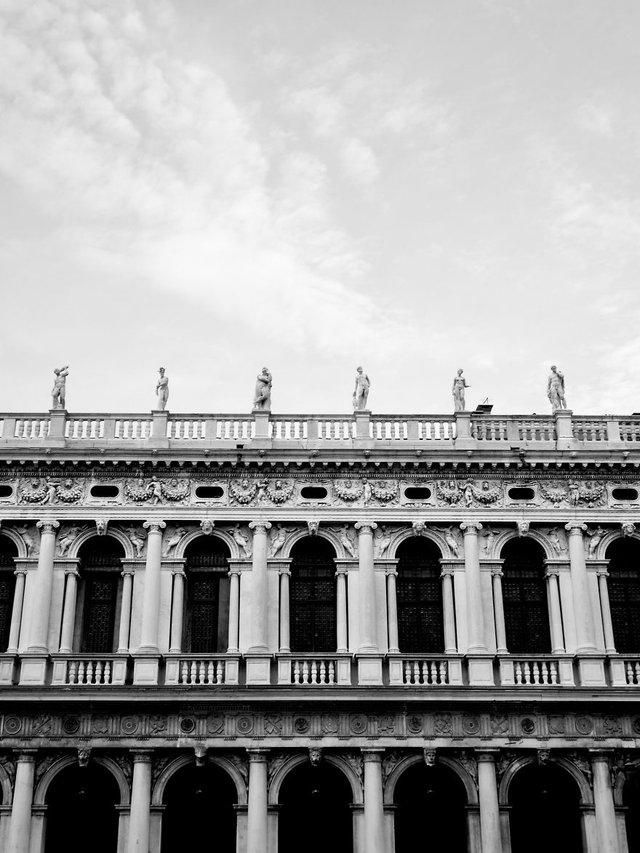 Прогулянка Венецією у чорно-білих фото, від яких перехоплює подих - фото 352459