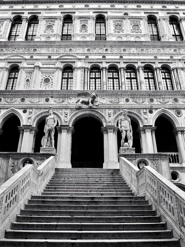 Прогулянка Венецією у чорно-білих фото, від яких перехоплює подих - фото 352461