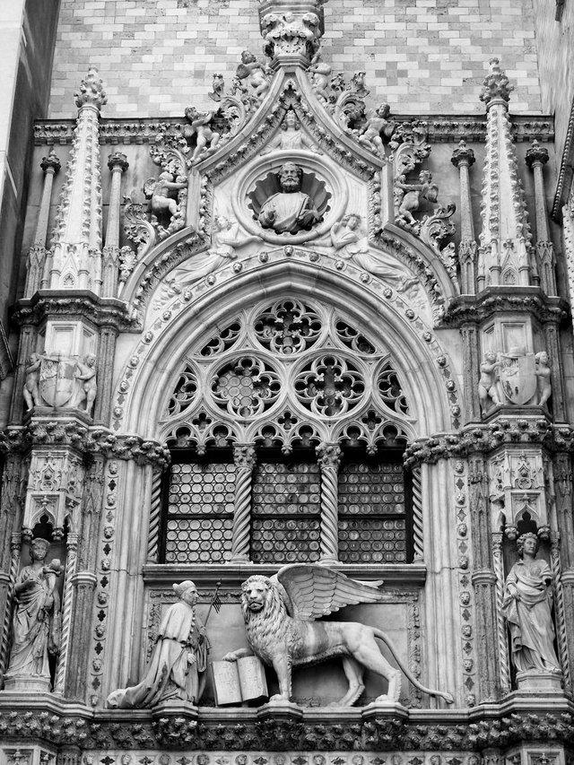 Прогулянка Венецією у чорно-білих фото, від яких перехоплює подих - фото 352463