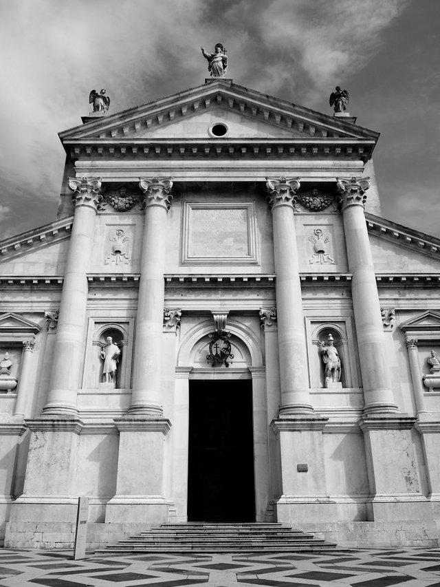 Прогулянка Венецією у чорно-білих фото, від яких перехоплює подих - фото 352467